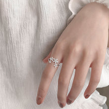 Load image into Gallery viewer, Silver Flowers Adjustable Ring