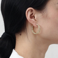 Load image into Gallery viewer, Luxury 14K Gold Plated Thread Twist Chic Huggies Earrings