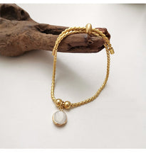 Load image into Gallery viewer, Vintage 14K Gold Plated Chain Bracelet With Shell