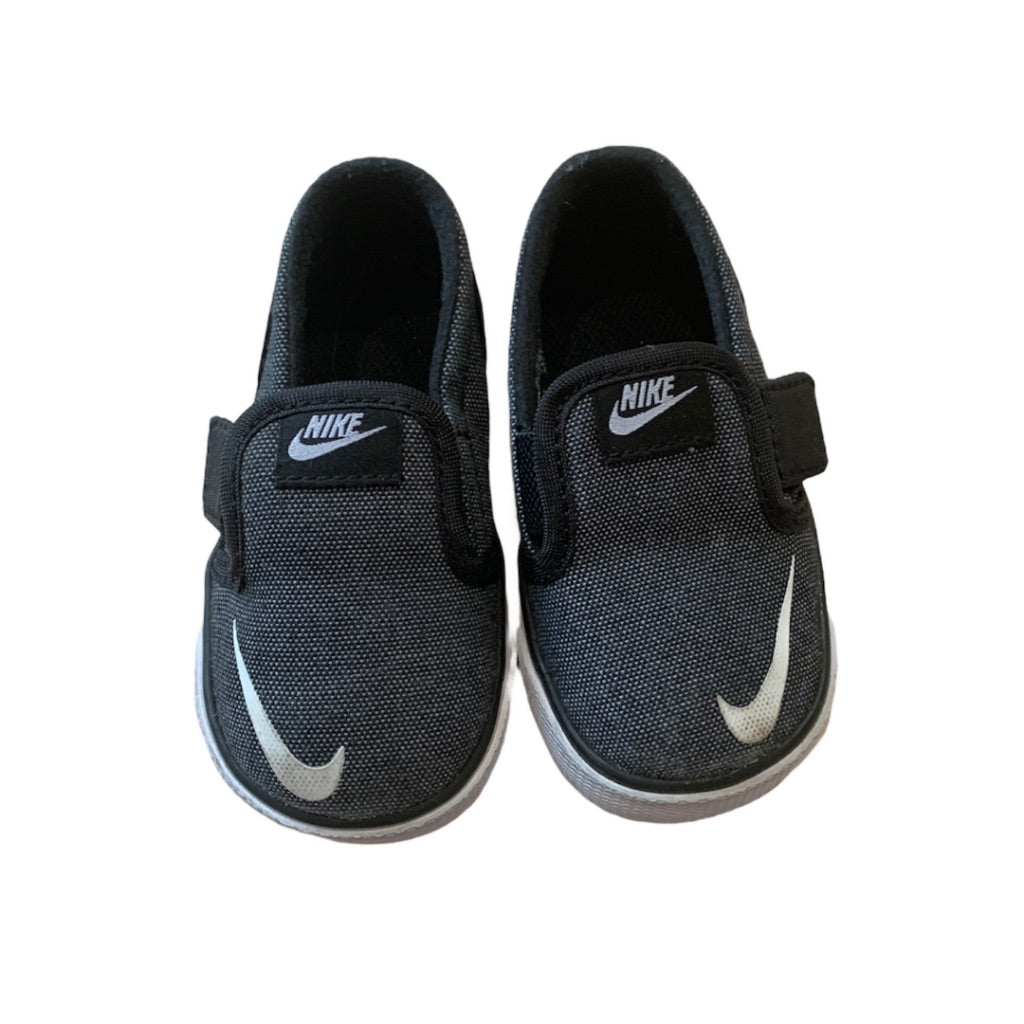 Grey  Nike  Shoes, 4