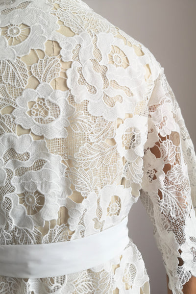 Floral Guipure Lace Robe (White)