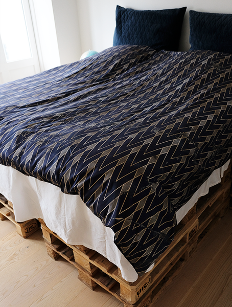 LIGHTNING TRIANGLES DUVET