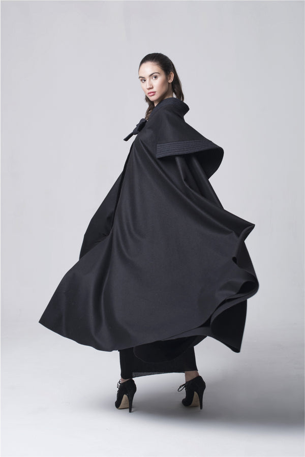 LA BELLE CAPE Black