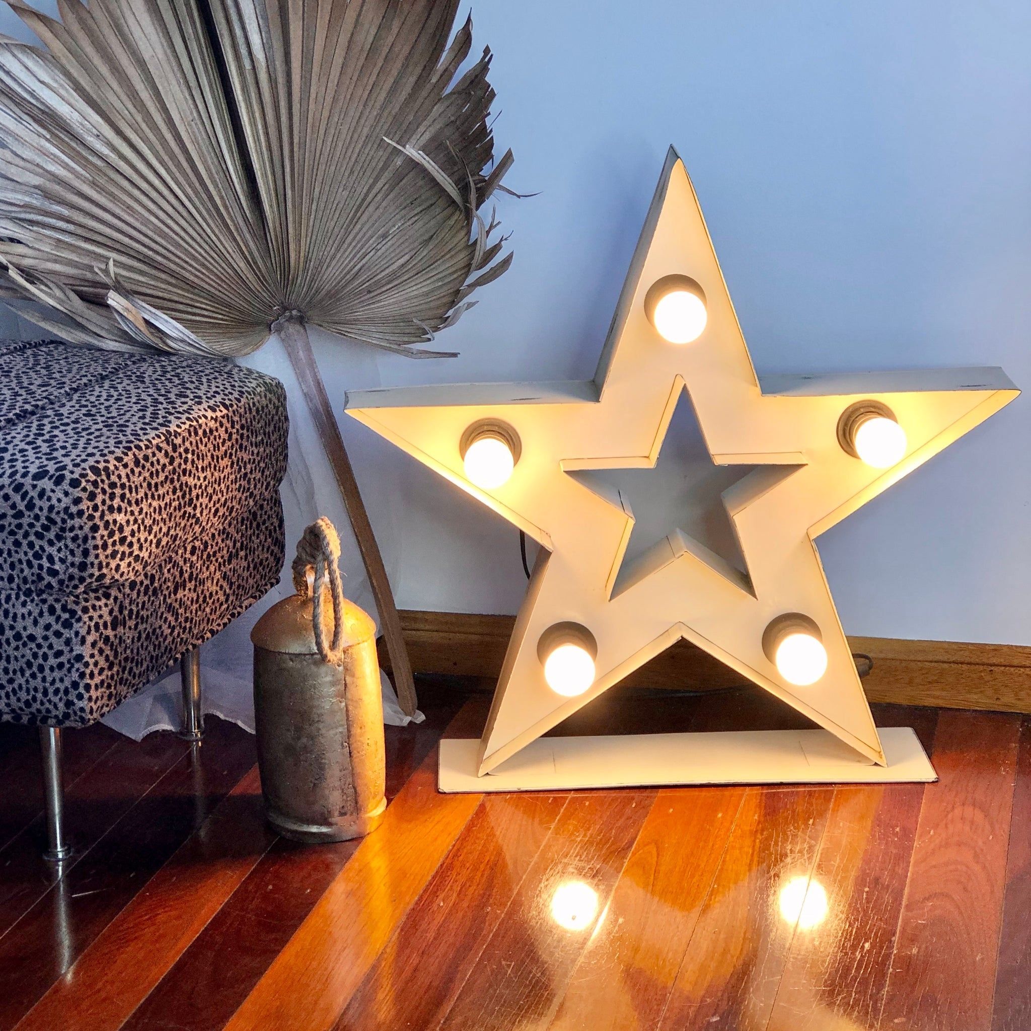 Hollywood star antique lamp