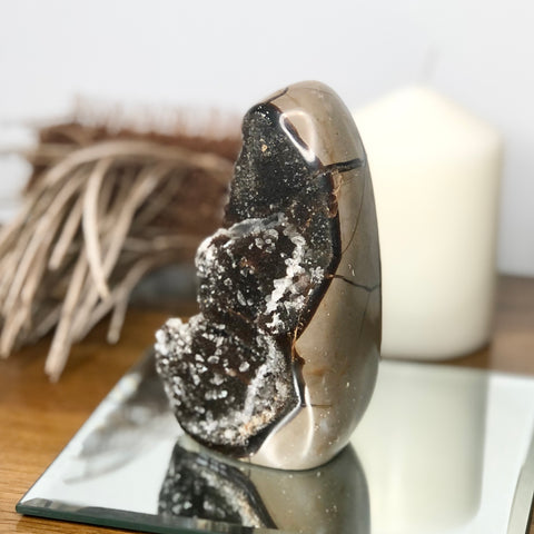 Septarian nodule + Calcite crystal statue