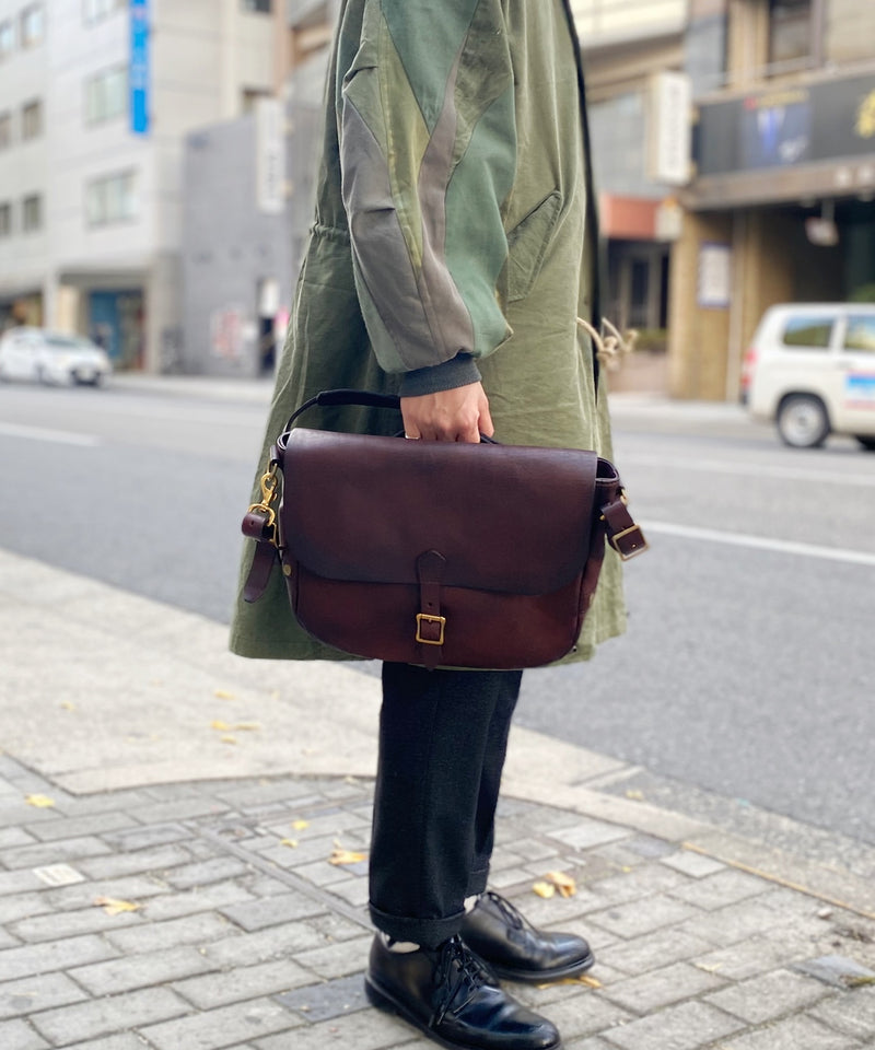 LEATHER POSTMAN SHOULDER BAG