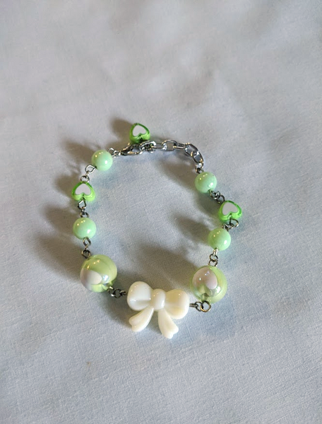 Lovely Hearts Bow Bracelet in Green