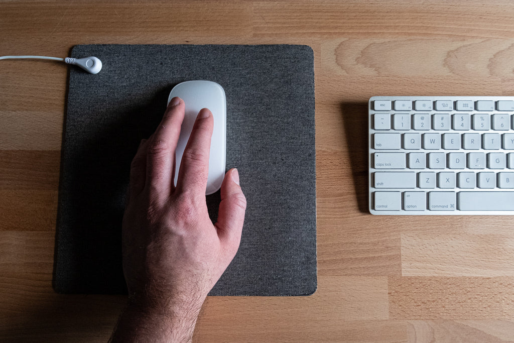 earthing mouse pad for carpal tunnel