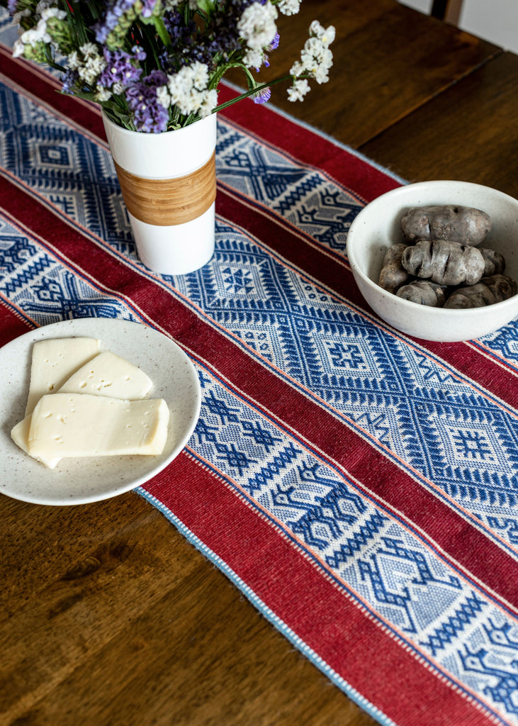 Chusi Tinisqa Dyed Shawl or Table Runner