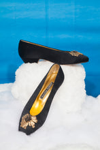 Load image into Gallery viewer, Andrea Pfister black ballerina-like shoes with small heel and golden detail