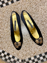 Load image into Gallery viewer, Andrea Pfister black suede ballerina's with golden flower detail