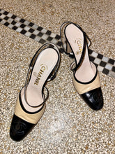 Load image into Gallery viewer, Chanel 90's beige and black pumps with Chanel logo