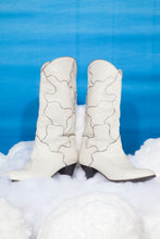 Load image into Gallery viewer, 70's white leather Cowboy boots with silver curvy lines