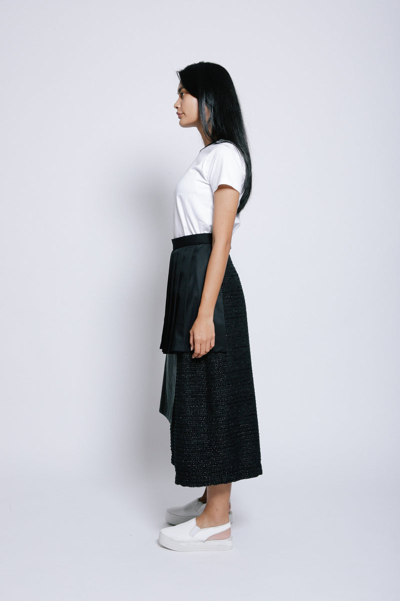 S14 LP01B || BLACK TROUSERS WITH PLEATS