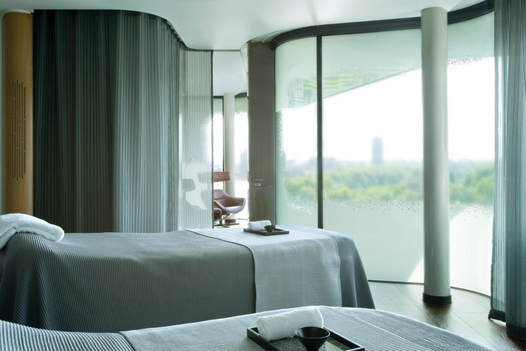@fslondon Review of facial with Dr. Russo via @agirlsgottaspa