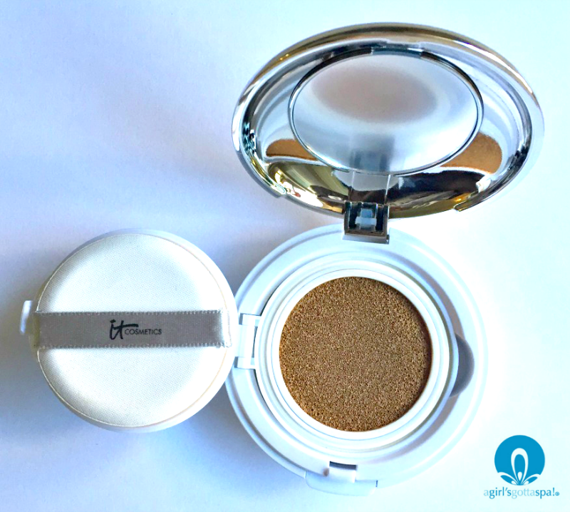 @itcosmetics cushion compact foundation review via @agirlsgottaspa