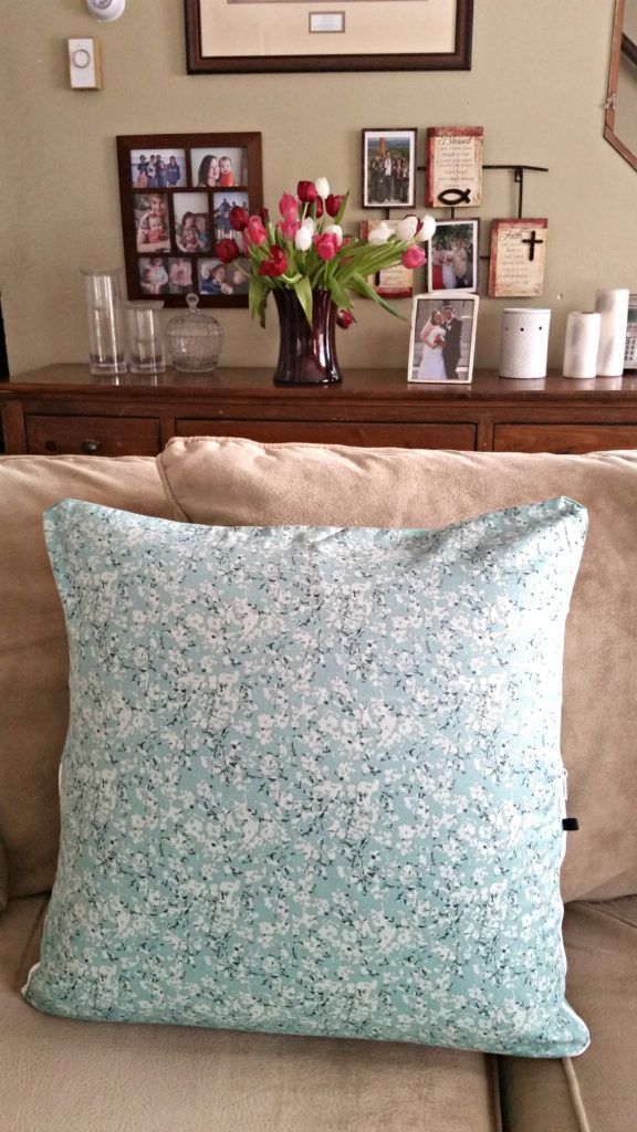 Pantone green washable shiatsu cover for the M Cushion. Review @agirlsgottaspa