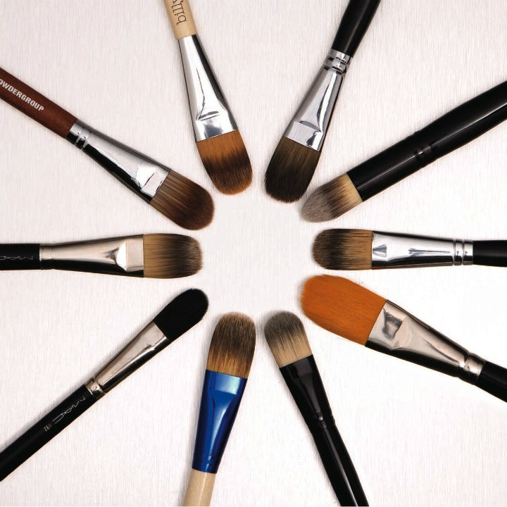 Tips for cleaning your makeup brushes from makeup artist Lauren Synder via @agirlsgottaspa