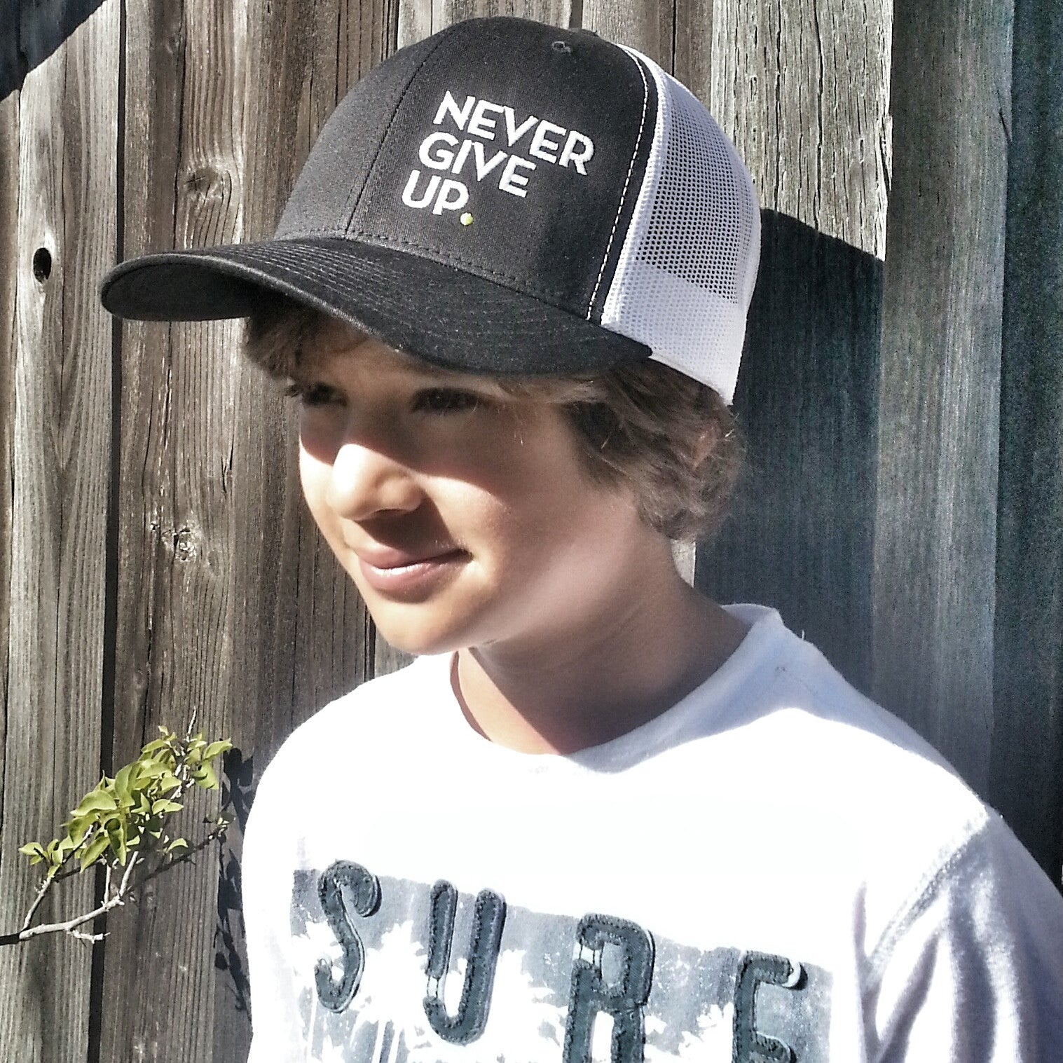 NEVER GIVE UP. HAT (BLACK/WHITE)