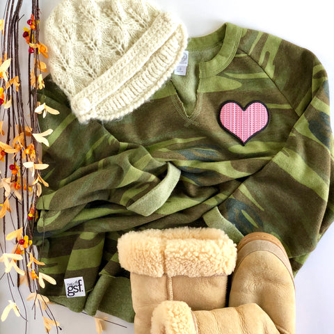 HEART PATCH CAMO SWEATSHIRT