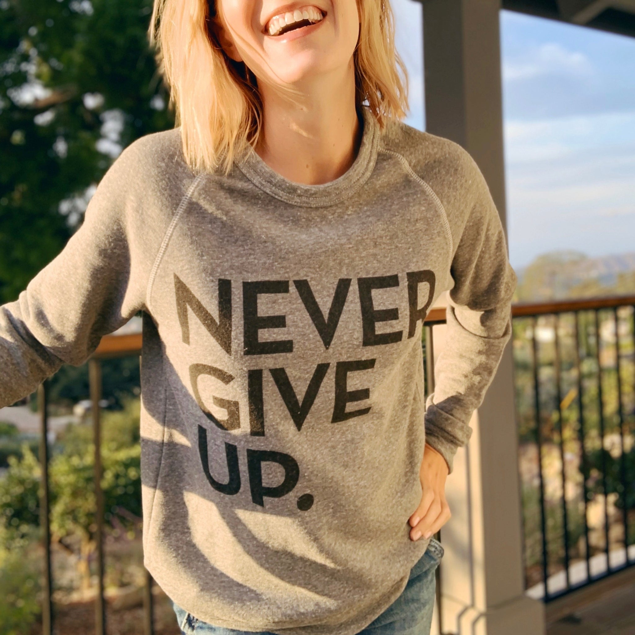 NEVER GIVE UP. CLASSIC PULLOVER