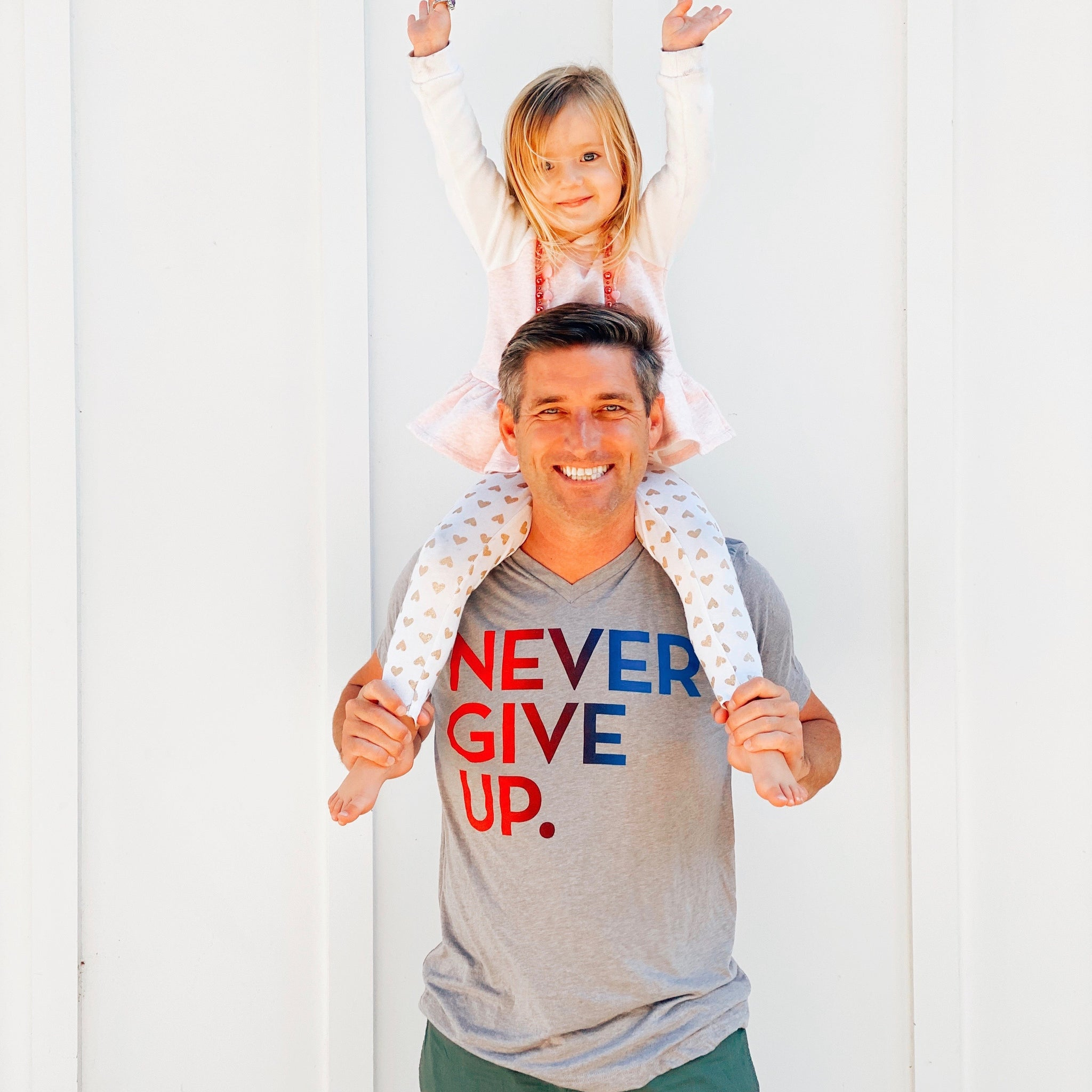 UNISEX OMBRE NEVER GIVE UP. VNECK