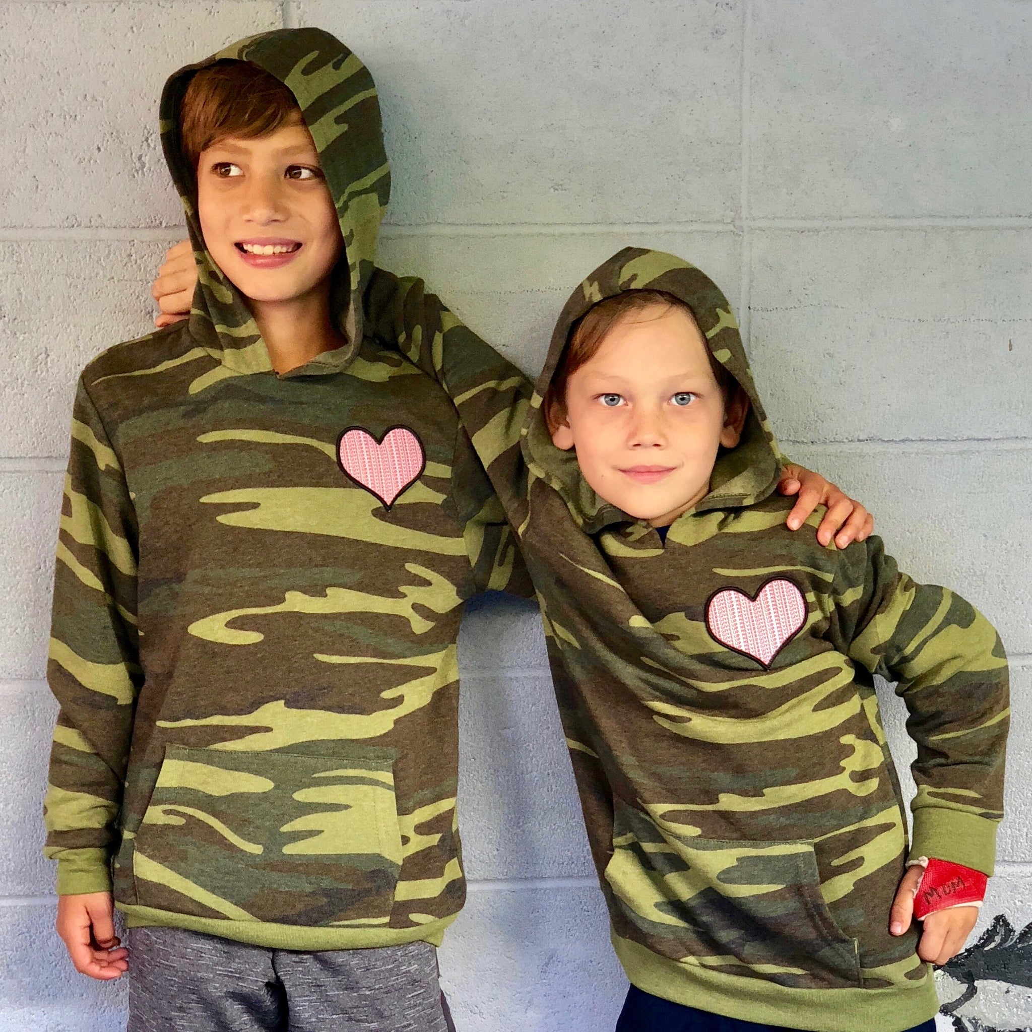 KIDS HEART PATCH CAMO SWEATSHIRT