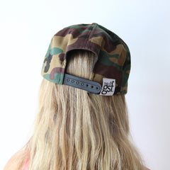 CAMO NEVER GIVE UP. SNAPBACK HAT