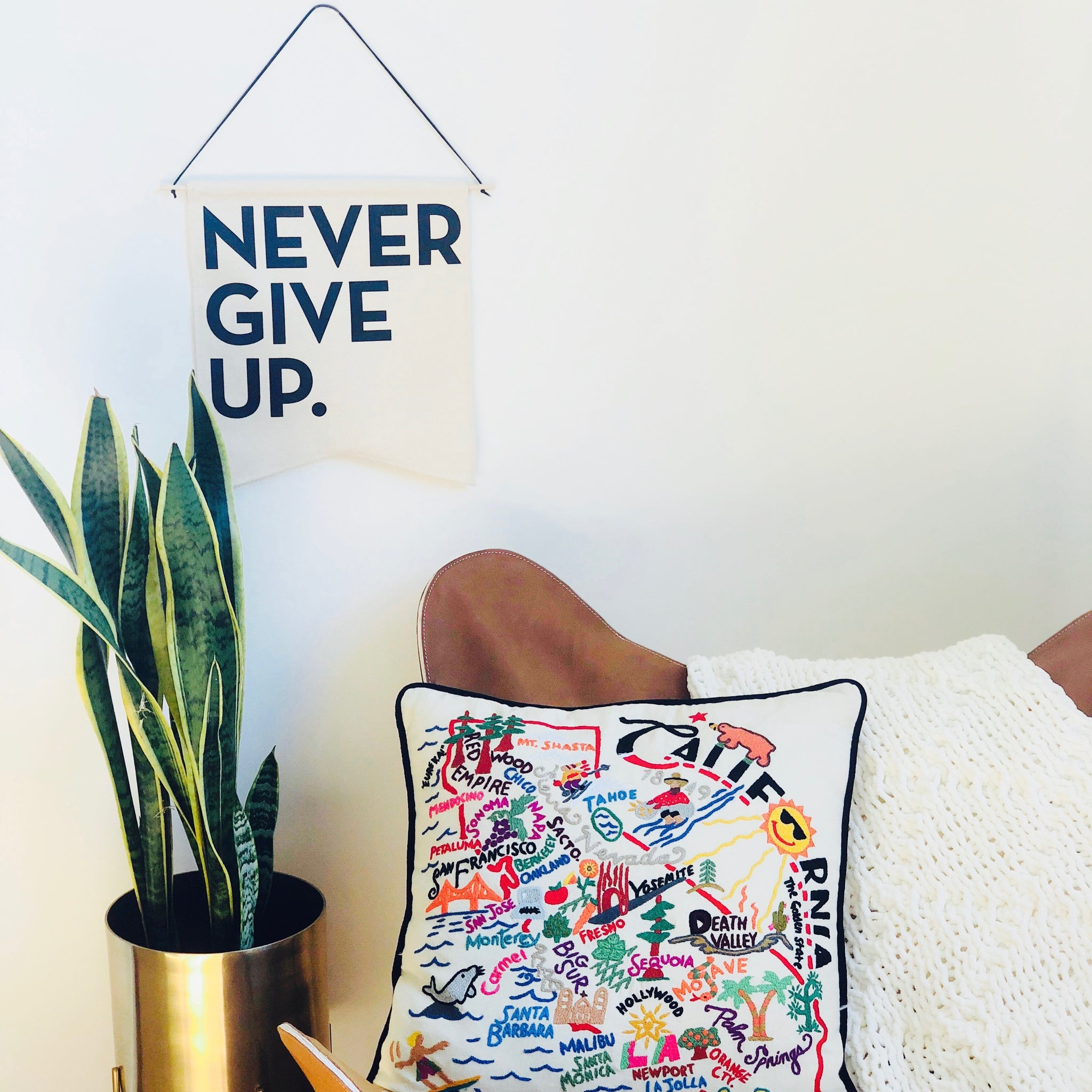 NEVER GIVE UP. CANVAS BANNER