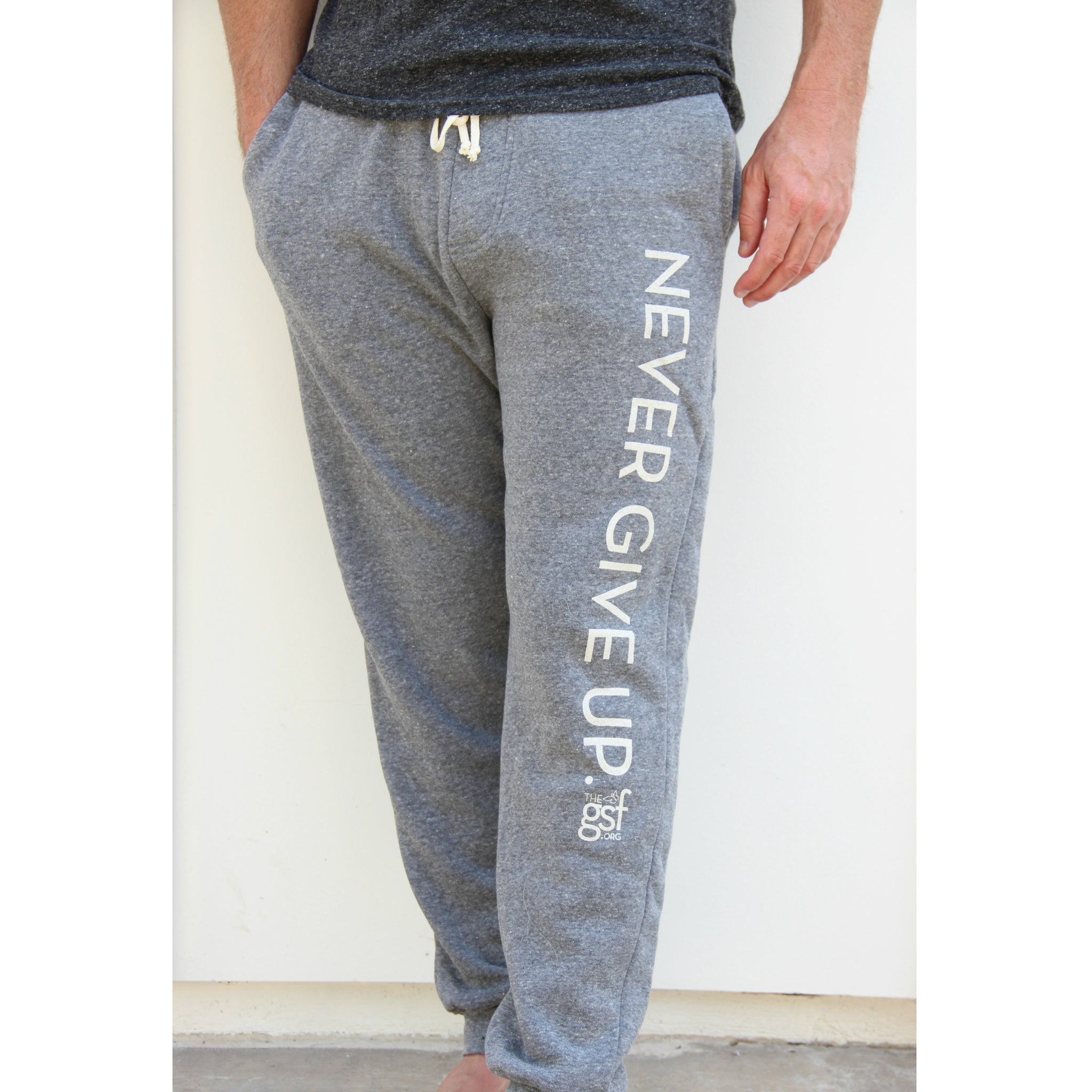 NEVER GIVE UP. SWEATPANTS
