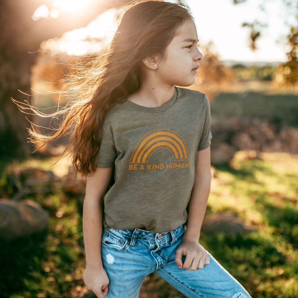KIDS BE A KIND HUMAN TEE (OLIVE)