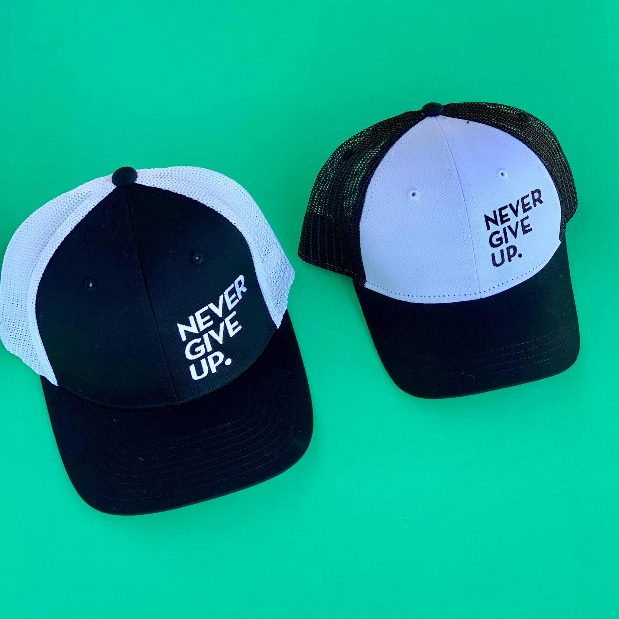 KIDS NEVER GIVE UP. HAT (White/Black)