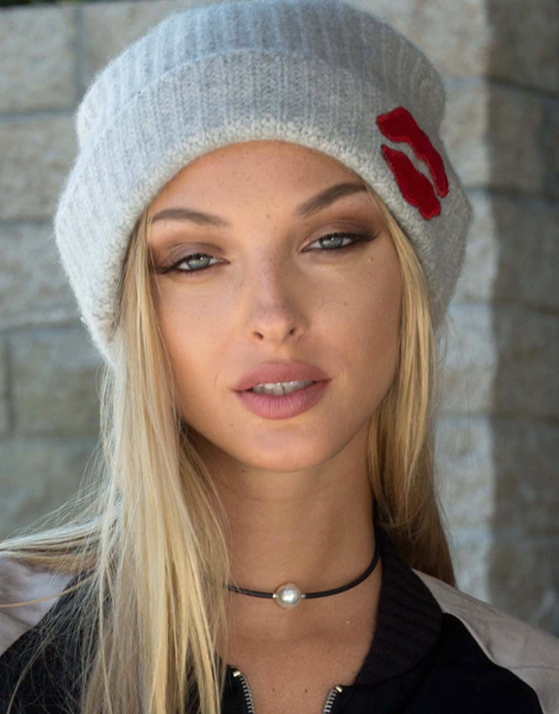 Blix SML Red Mouth Patch Cashmere Slouch Beanie