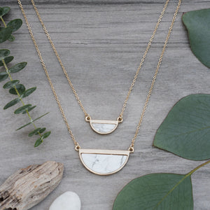 Halfmoon Necklace - Gold/Howlite