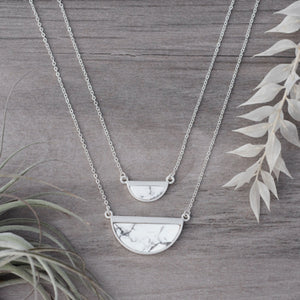 Halfmoon Necklace - Silver/Howlite