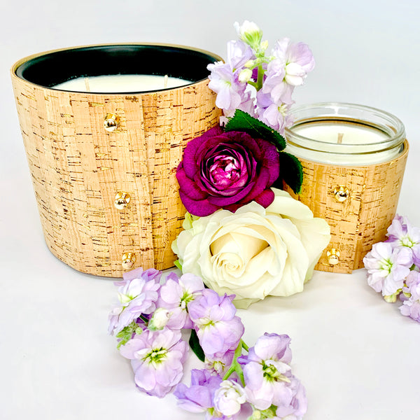 Luxury floral 3-wick and 1-wick soy candles with a sleeve made of gold with gold inlays and shiny gold studs, essential oil diffuser oil in floral summer fragrances