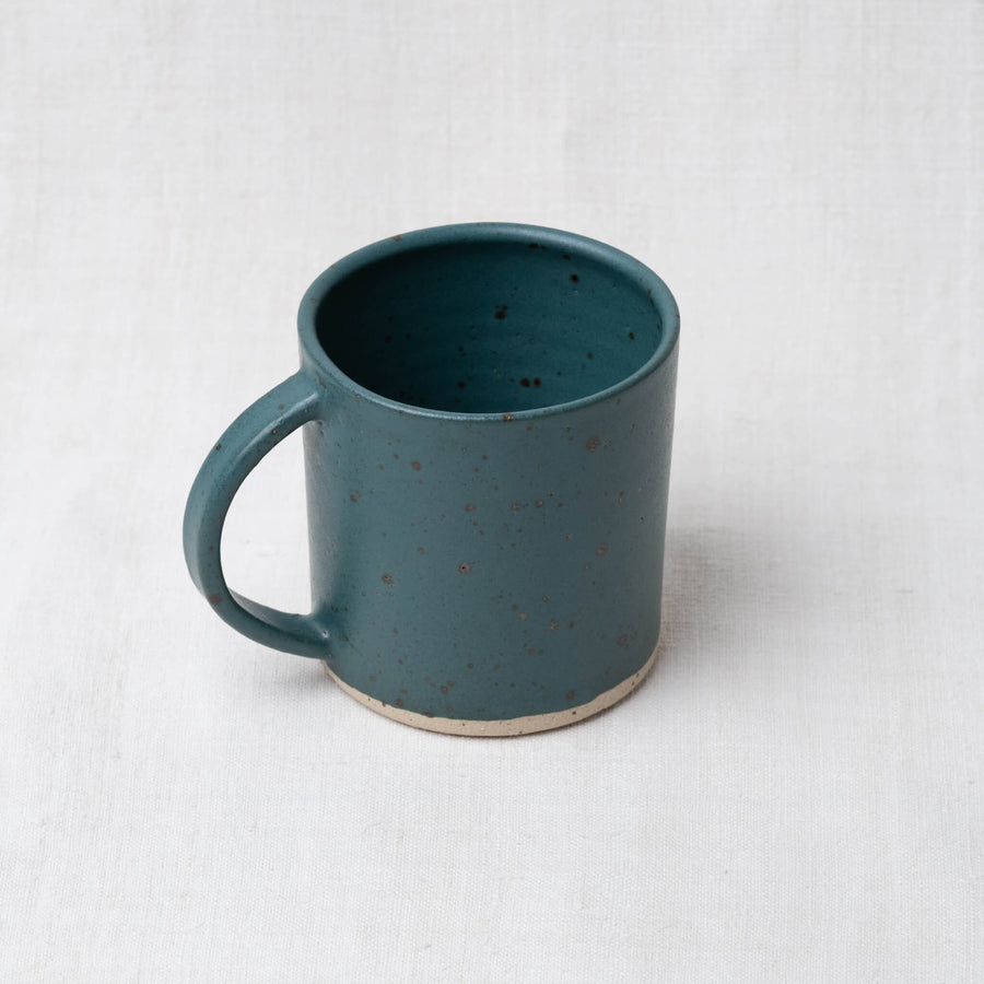 Dor & Tan Hand Made Stoneware Mug – Nori Green speckled glaze