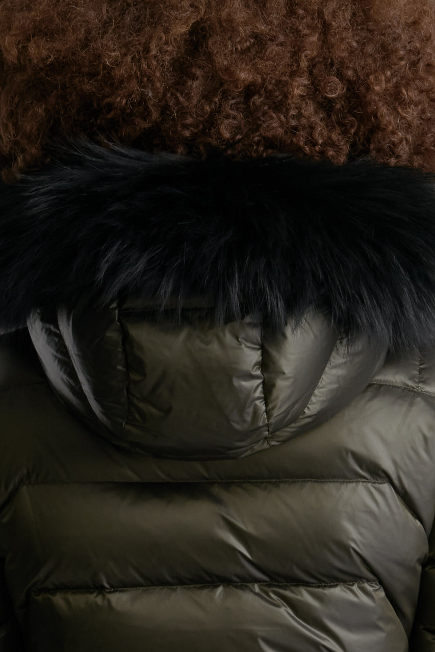 Close Up View of Unisex Carbon Black Fur Hood Trim by Reeev