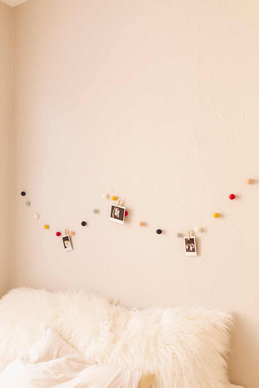 Garland Photo Hanger