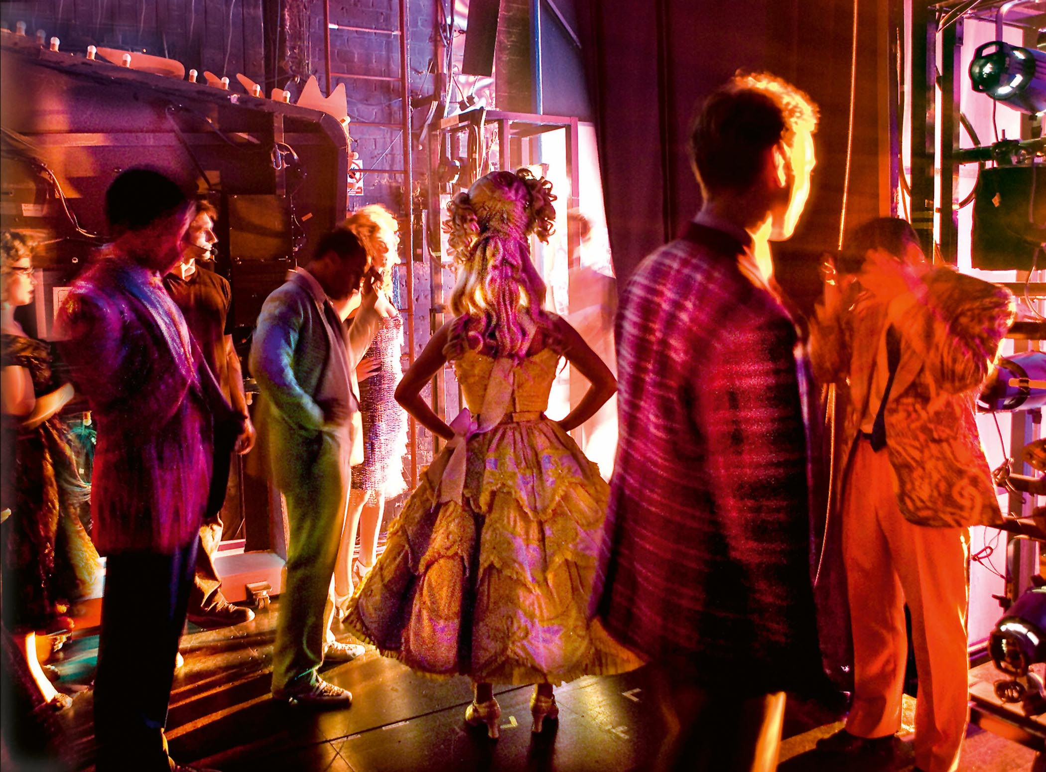 members of the CAST, Hairspray, Shaftesbury Theatre, 2009; Photo: Simon Annand