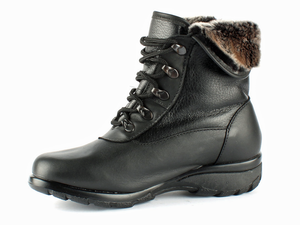 This black leather boot with smooth leather and laces is the ideal winter boot.