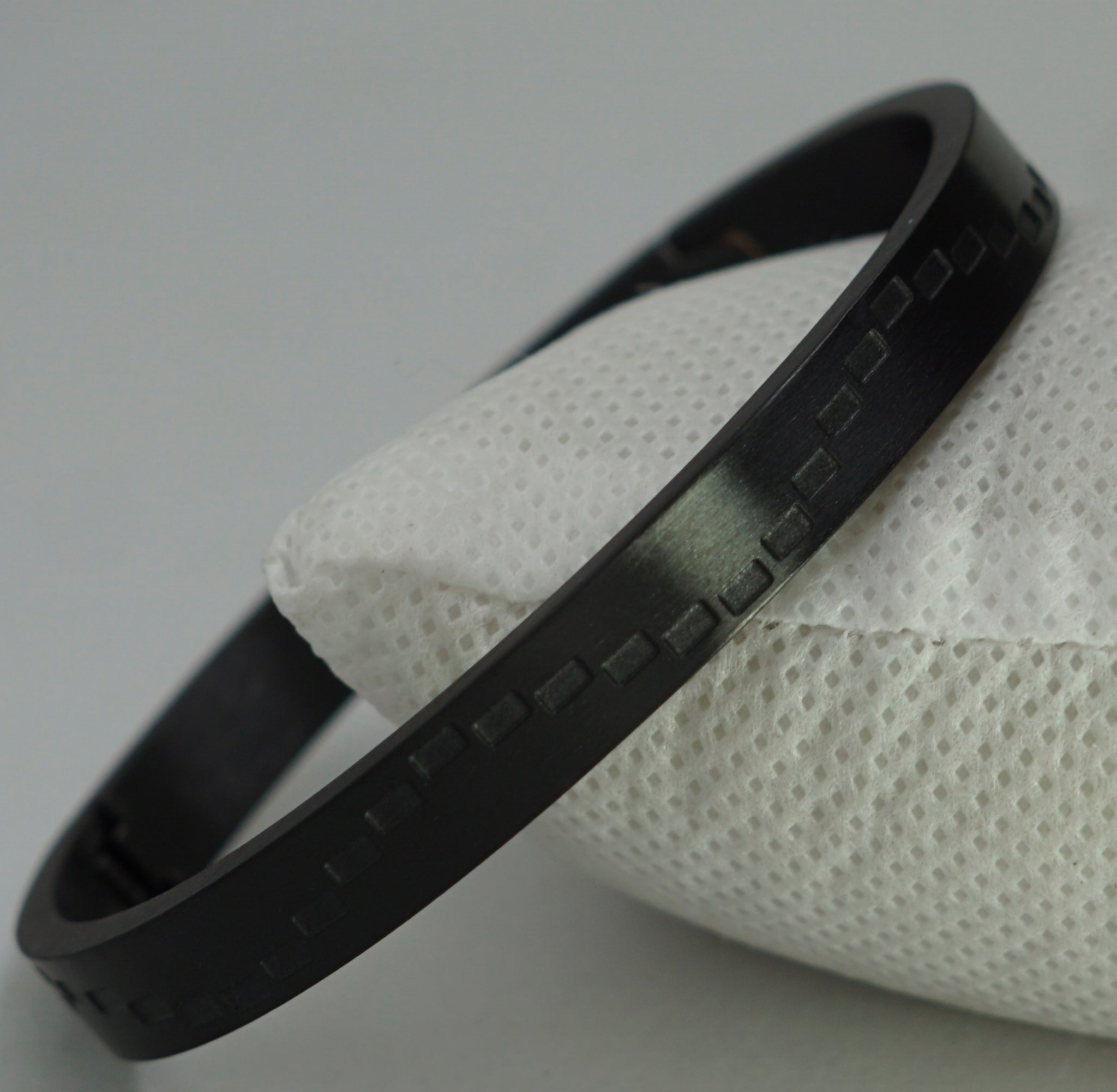 LINER FULL BLACK BRACELATE
