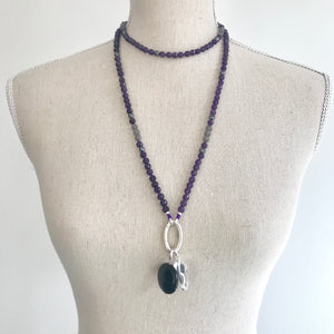 A beautiful necklace/mala to wear every day and a powerful tool with beautiful energy to remind you of your daily intentions. This faceted amethyst, moonstone and hematite mala beads necklace is made with 162 beads knotted every 3 stones (the equivalent of a mala and a half). It's a stunning, all around and timeless, boho accessory. Stones are 6 mm.