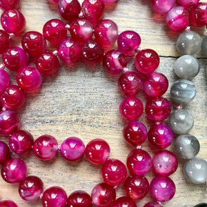 This Mala necklace is made with fuchsia agate, grey moonstone, onyx, a sterling silver Bali bead and a crystal quartz point. This mala/boho necklace will help you build self confidence. It will help you overcome negativity and bitterness of the heart, fostering love and the courage to start again.  This mala was made with lots of lov