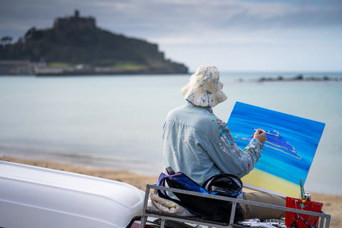 Artist John Dyer painting St Michael's Mount. Courtesy of Rohan.