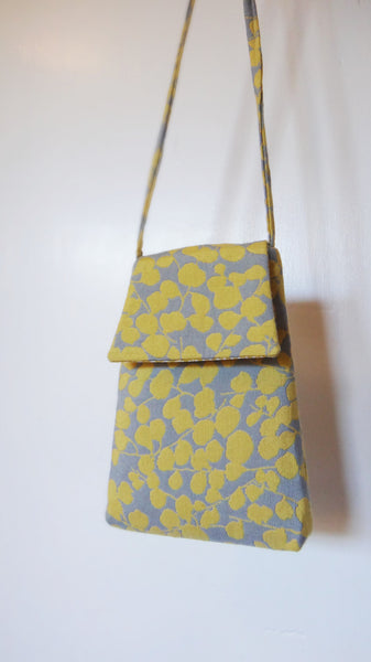 Micropurse in yellow/grey floral