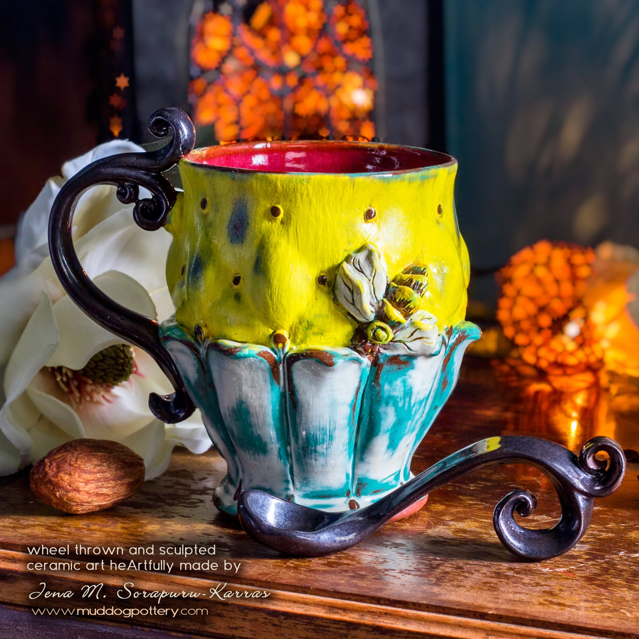Honeybee Teacup (The Creole House Collection)