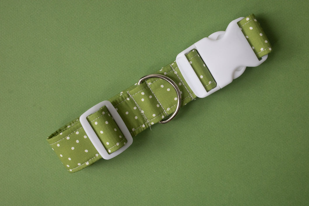 Mistletoe Dots Dog Collar