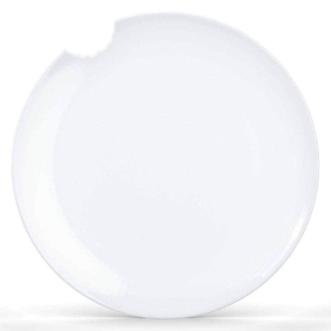 Set of two premium porcelain dinner plates in white with a 'bite mark' cutout at the edge. Dishwasher and microwave safes plate with a 11 inch diameter. From the TASSEN product family of fun dishware by FIFTYEIGHT Products. Made in Germany according to environmental standards.