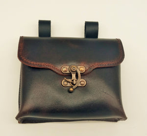 Belt pouch with flintlock closure